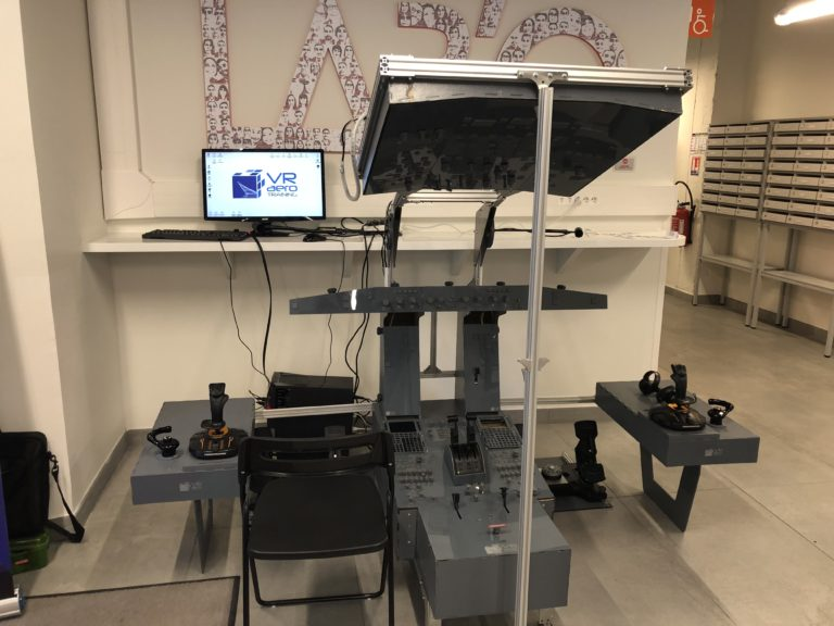 beeaucoup de visiteurs sont venus tester le simulateur de vol de VR AEROTRAINING